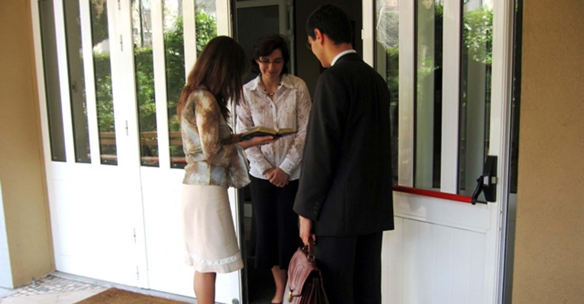 Jehovah's Witnesses go door-to-door